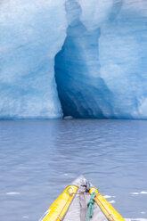 USA, Alaska, Valdez-Glacier, kajak in front of ice cave - MMAF00265