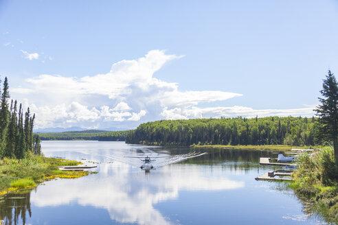 USA, Alaska, Lake near Talkeetna - MMAF00274