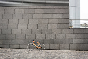 Bicycle at a wall in the city - PESF00990