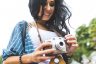 Smiling young woman with an old-fashioned camera - WPEF00051