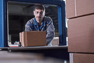 Worker watching machine closing packages - CVF00132