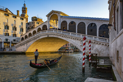 Italy, Veneto, Venice, Gondola on Canal Grande in front of Rialto Bridge - YRF00193