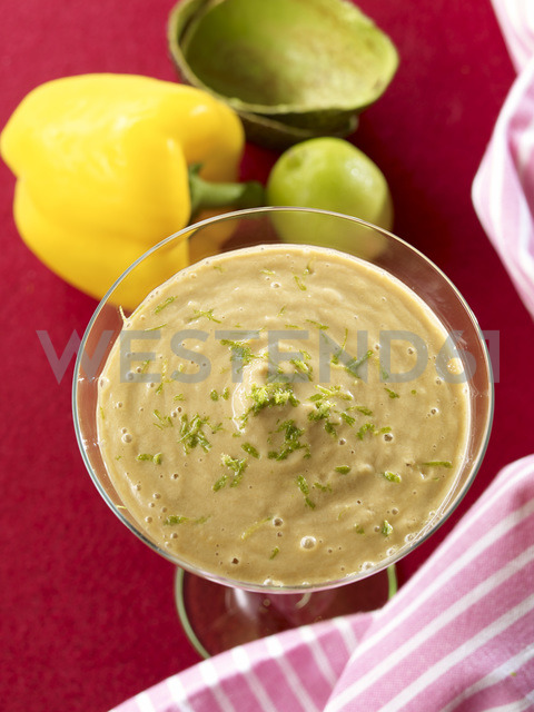 Avocado paprika drink in glass, low carb - SRSF00636