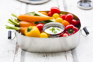 Lunch box with carrot, paprika, cucumber, tomato and chive dip - LVF06677