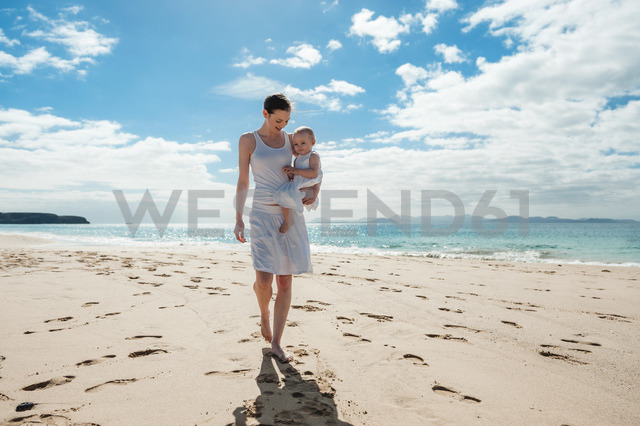 Mother walking with little daughter on the beach - DIGF03263