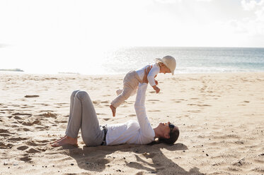 Happy mother with little daughter on the beach - DIGF03272