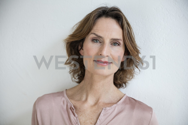 Portrait of smiling mature woman - MOEF00733