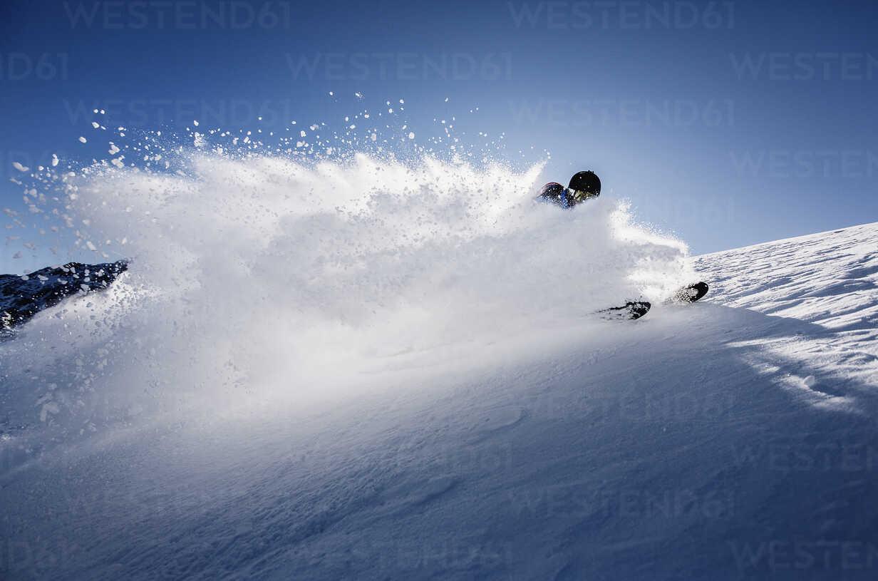 Austria, Tyrol, Mutters, skier on a freeride in powder snow - CVF00138 - Christian Vorhofer/Westend61