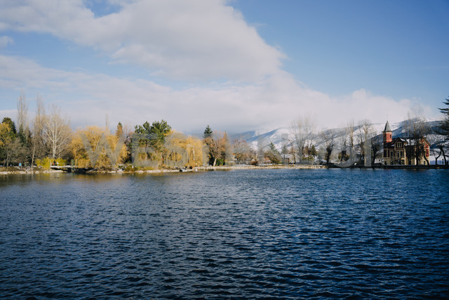 Spain, Girona, Puigcerda, lake in winter surrounded by snowy mountains - GEMF01879