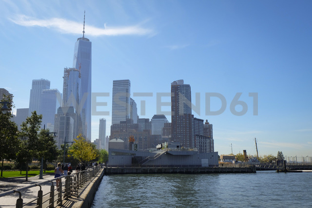 USA, New York City, pier at Hudson River with One World Trade Center in background - SEEF00004