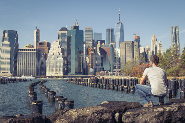 USA, New York City, man looking at skyline with One World Trade Center - SEEF00028