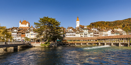 Switzerland, Canton of Bern, Thun, river Aare, old town with parish church, castle and sluice bridge - WDF04426