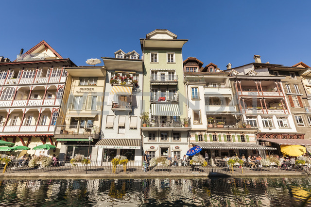 Switzerland, Thun, row of houses with pavement cafes and restaurants at riverside of Aare - WD04437