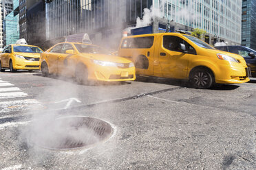 USA, New York, steam coming out from sewer - WPEF00094