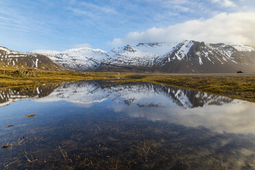 Iceland, Hofn, Mountain reflection in a pond - WPEF00101