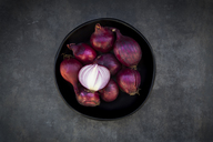 Bowl of red onions - LVF06684