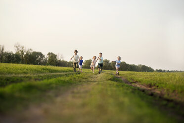 Children running in a field - FSIF00450