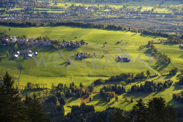 Germany, Bavaria, Upper Bavaria, Wackersberg, View from Blomberg - SIEF07721