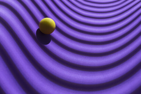 Yellow sphere over a geometric purple background, 3D Rendering - DRBF00045