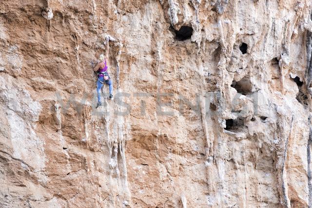 Greece, Kalymnos, woman climbing in rock wall - ALRF00902