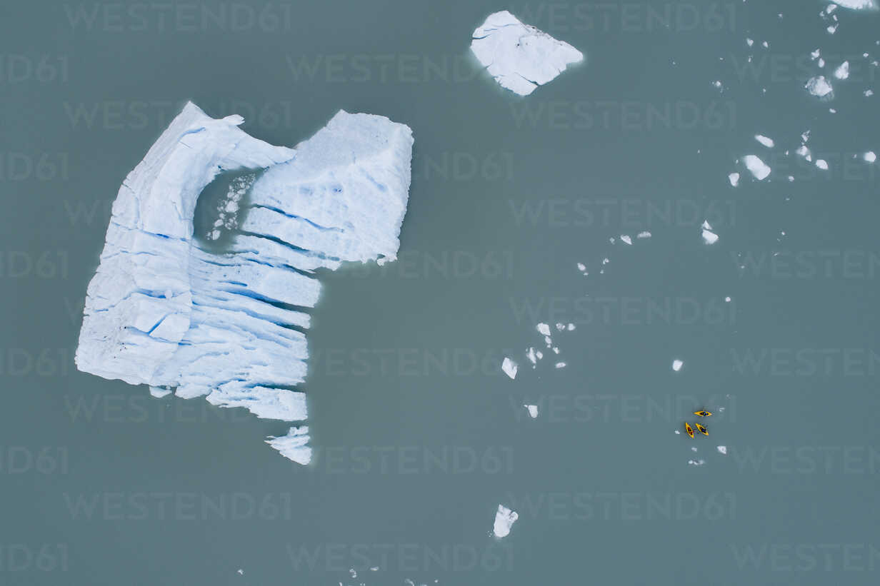 Aerial view of canoes and iceberg in lagoon, Lake Palmer, Anchorage, Alaska, USA - FSIF01126 - fStop/Westend61