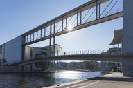 Germany, Berlin, Regierungsviertel, connecting bridge of Paul-Loebe-Building and Marie-Elisabeth-Lueders-Building above Spree river - GWF05440