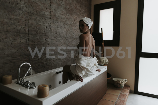 Young woman in the jacuzzi of a spa - OCAF00152