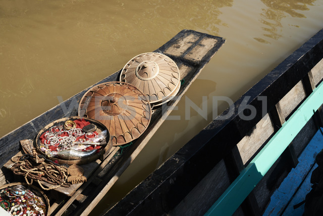 Myanmar, Inle lake, Floating market, boat with souvenirs - IGGF00418
