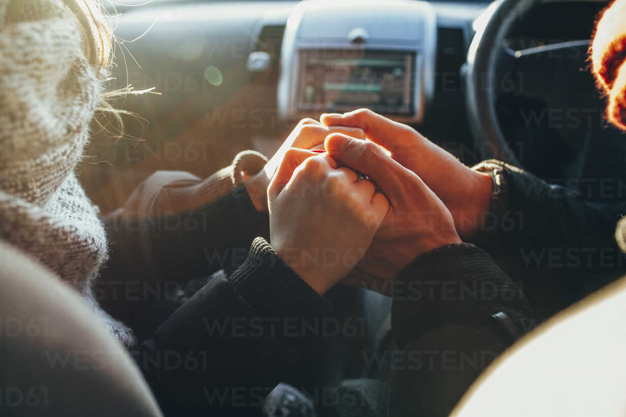 Cropped image of couple holding hands in car - FSIF01850 - fStop/Westend61