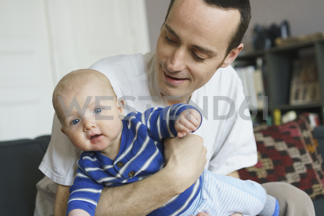 Close-up of father playing with son at home - FSIF01958 - fStop/Westend61