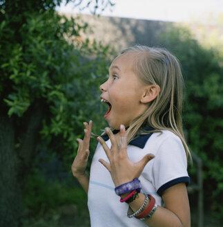 Girl looking surprised - FSIF02399