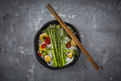 Bowl of vegan Pad Thai with mini green asparagus and tofu, chili, spring onion, peanut and coriander - LVF06727