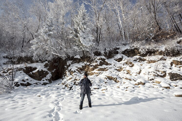 Russia, Amur Oblast, man enjoying  now-covered nature - VPIF00308