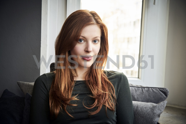 Portrait of redheaded woman in front of window at home - FMKF04859 - Jo Kirchherr/Westend61