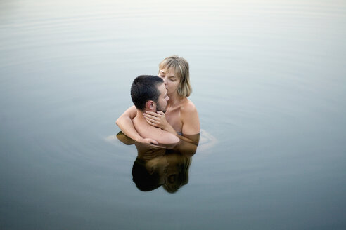 Couple embracing in water - FSIF02833