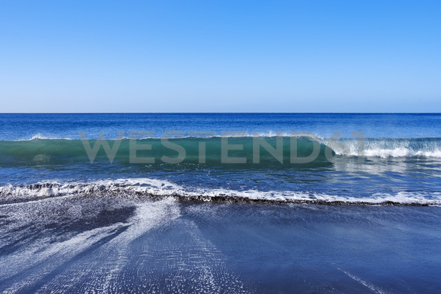 Spain, Canary Islands, La Gomera, Valle Gran Rey, Wave and beach - SIEF07742