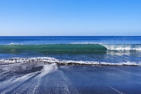Spain, Canary Islands, La Gomera, Valle Gran Rey, Wave and beach - SIEF07742