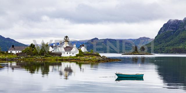United Kingdom, Scotland, West Coast, Plockton, Loch Carron, residential houses and boat - WDF04465
