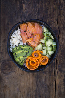 Sushi-Bowl with salmon, avocado, cucumber, rice and carrot - LVF06740