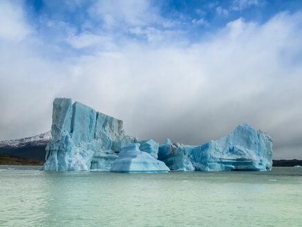 Argentina, Patagonia, El Calafate, Puerto Bandera, Lago Argentino, Parque Nacional Los Glaciares, Estancia Cristina, broken iceberg - AMF05669