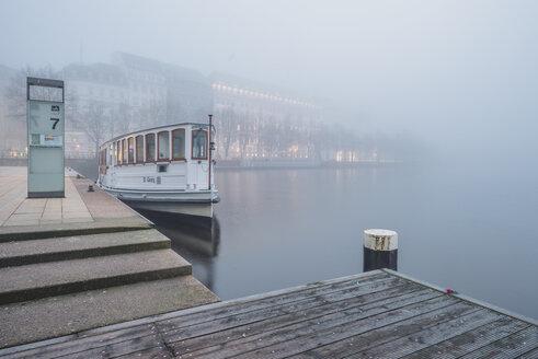 Germany, Hamburg, Jungfernstieg and passenger ship in fog - KEBF00748
