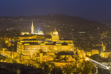 Hungary, Budapest, Budapesti Torteneti Muzeum at night - FOF09913
