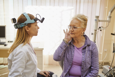 ENT physician talking to senior woman in medical practice - ZEDF01234