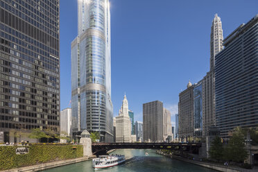 USA, Illinois, Chicago, Chicago River, Trump International Hotel and Tower, Wyndham Grand Chicago Riverfront, Wrigley Building - FO09944