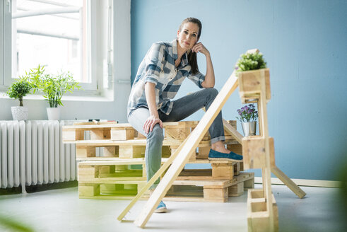 Beautiful woman refurbishing her home with pallets - MOEF00867