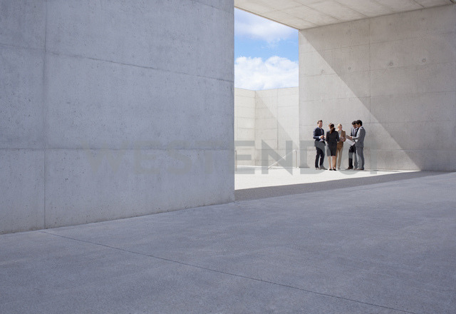 Business people meeting outside modern building - CAIF00003