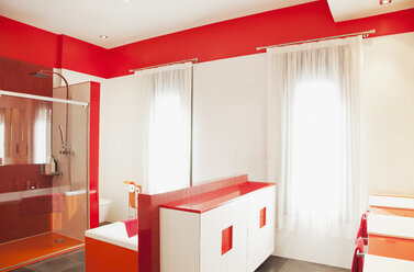 Red and white luxury modern bathroom - CAIF00384