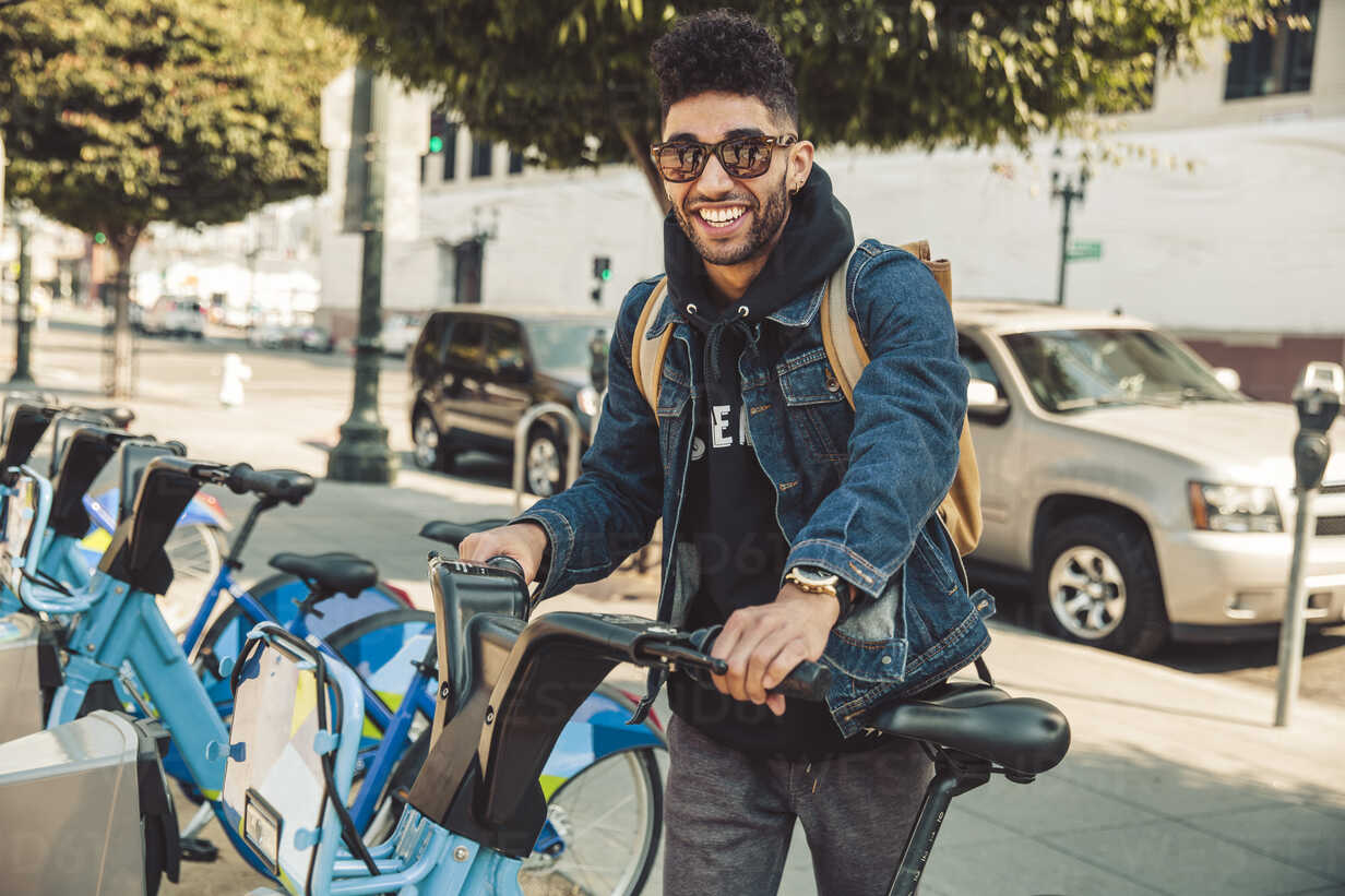Stylish young man on the street with rental bike - SUF00473 - Sullivan/Westend61