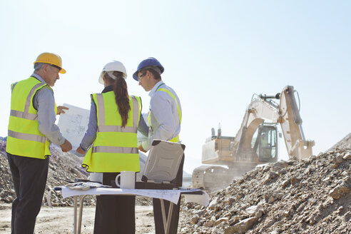 Business people talking on site - CAIF01401