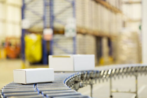 Packages on conveyor belt in warehouse - CAIF02772